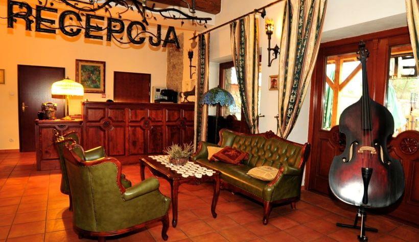 HOTEL Folwark Stara Winiarnia Recepcja